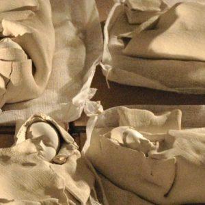 Dormeurs blancs (Détails) - terre cuite, 30cm