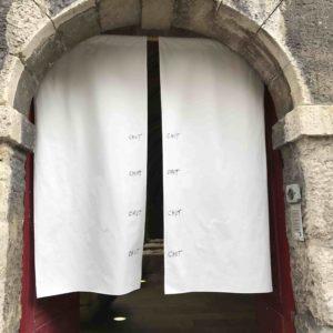 """""""Chut"""", entrée du Clôitre des Billettes - 2017"""