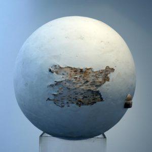 Adrastel - 2007, plâtre, terre cuite et écorce de bouleau, diam. 60 cm