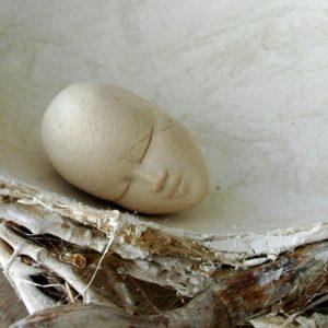Coquille d'Anna - 2006, fer, plâtre, racines et terre cuite, diam. 30 cm