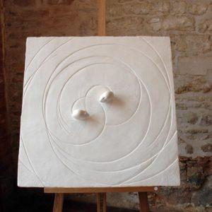 Scène de Lumière - 2004, plâtre et terre cuite, 80 x 80 cm