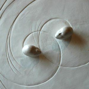 Scène de Lumière (Détail) - 2004, plâtre et terre cuite, 80 x 80 cm