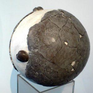 Sinope - 2008, plâtre et terre cuite, diam. 30 cm